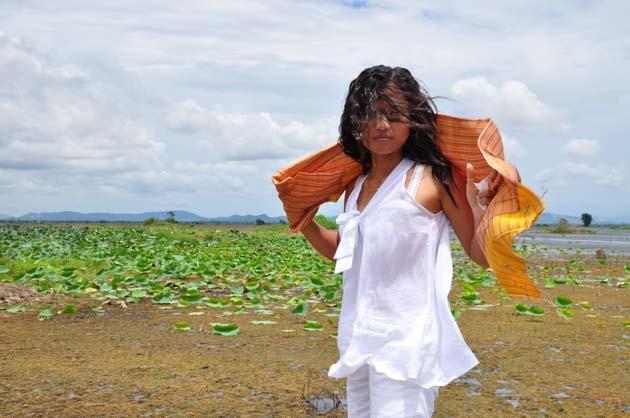 Artisanat authentique et équitable des villages du Laos et du Cambodge, écharpe et foulard en soie naturelle et en coton, modèle soie organza